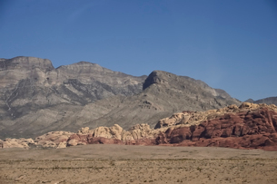 地層が見える岩山の写真素材 [FYI02648183]