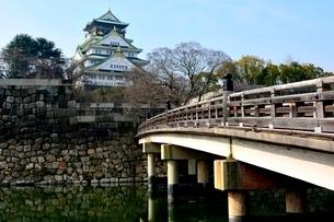 極楽橋から大阪城天守閣の写真素材 [FYI02648345]