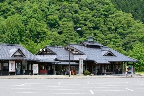 新緑の道の駅 矢田川の写真素材 [FYI02648422]