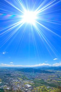 陣場鳥越山から望む上田市街の写真素材 [FYI02648495]