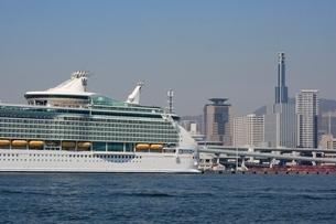 神戸港にMARINER OF THE SEASが停泊の写真素材 [FYI02648584]