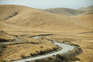 山と道路の写真素材 [FYI02648901]
