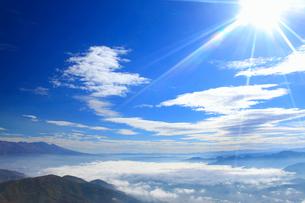 雲海と太陽と浅間山の写真素材 [FYI02649156]