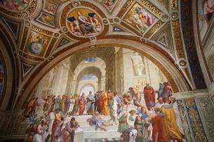 ヴァティカン博物館 アテネの学堂(ラファエッロ)の写真素材 [FYI02649526]