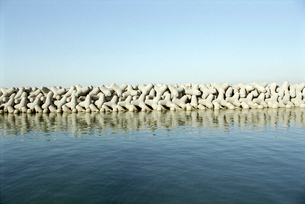 港の防波テトラの写真素材 [FYI02649620]