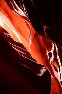 赤い龍の様に浮かび上がったアンテロープ・キャニオンの写真素材 [FYI02649630]
