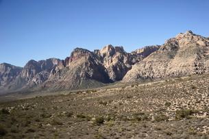 地層が見える岩山の写真素材 [FYI02649896]