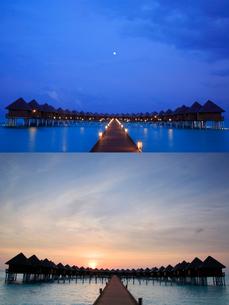 水上バンガロー 月夜と朝日の写真素材 [FYI02649946]