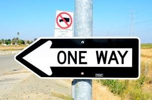 交通標識 一方通行の写真素材 [FYI02649988]