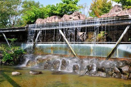 とっとり花回廊 園内から展望回廊人口の滝の写真素材 [FYI02650028]