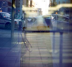 早朝の駅前タクシー乗り場の写真素材 [FYI02650126]