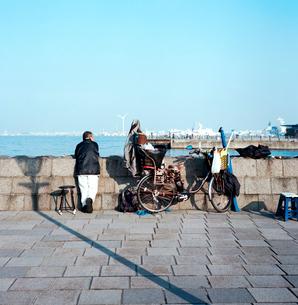 横浜港の釣り人の写真素材 [FYI02650194]