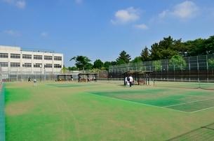 練馬区立大泉学園町希望が丘公園のテニスコートの写真素材 [FYI02650284]
