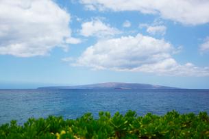 ナウパカと海とマウイ島上に浮かぶ雲の写真素材 [FYI02650319]