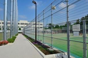 練馬区立大泉学園町希望が丘公園のテニスコートの写真素材 [FYI02650498]