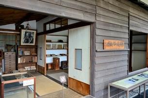 練馬区立牧野記念庭園記念館書屋展示室の写真素材 [FYI02650525]