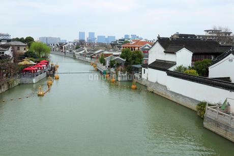 蘇州 水郷(運河)の写真素材 [FYI02651829]