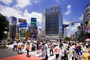 渋谷駅前交差点の写真素材 [FYI02651970]