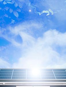 屋根のソーラーパネルの写真素材 [FYI02651980]