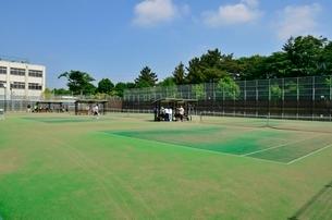 練馬区立大泉学園町希望が丘公園のテニスコートの写真素材 [FYI02651983]