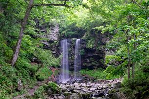 夫婦滝の写真素材 [FYI02652471]