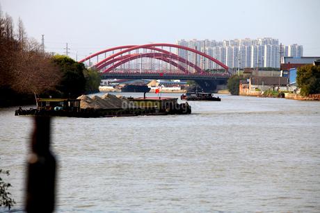 蘇州 寒山寺風景区自然公園から見る京杭大運河の写真素材 [FYI02652492]