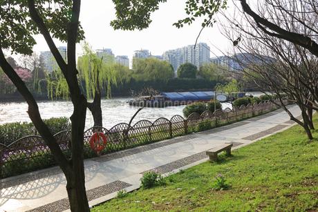 蘇州 寒山寺風景区自然公園から見る京杭大運河の写真素材 [FYI02652502]