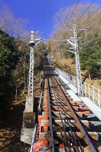 高尾山ケーブルカーの線路の写真素材 [FYI02652519]