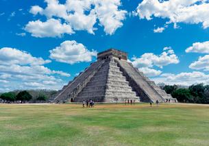 チチェンイッツァのククルカンのピラミッドの写真素材 [FYI02652685]