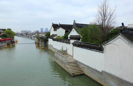 蘇州 水郷(運河)の写真素材 [FYI02652778]