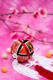 吊るし手毬と桃の花,ひなあられの写真素材 [FYI02652815]