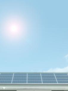 屋根のソーラーパネルの写真素材 [FYI02653030]