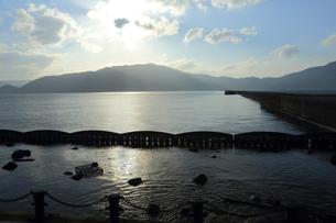 フェリー岸壁の先端を利用した「フェリオス」 親水空間の写真素材 [FYI02653100]