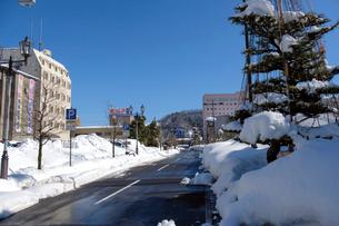 除雪した道の写真素材 [FYI02653132]