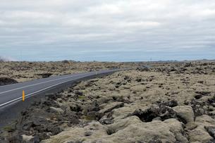 溶岩と道路43号線の写真素材 [FYI02653247]