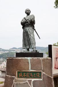 若宮稲荷神社の坂本龍馬像の写真素材 [FYI02653512]