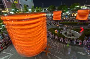 久喜提燈祭りでの回転する山車の写真素材 [FYI02653561]