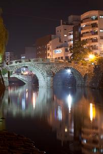 ライトアップされた眼鏡橋の写真素材 [FYI02653564]