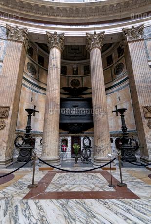 ヴィットーリオ・エマヌエーレ2世の墓の写真素材 [FYI02653710]