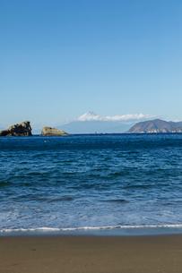 雲見海岸から望む富士山の写真素材 [FYI02653771]