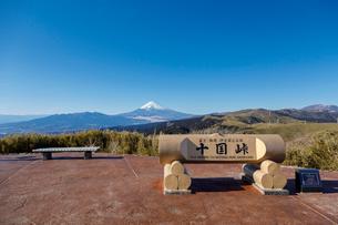 十国峠から望む富士山の写真素材 [FYI02653822]