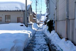 除雪した道の写真素材 [FYI02653900]