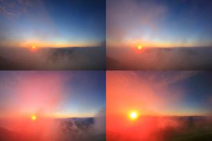 富士見岳から望む御来光と甲斐駒ケ岳などの山並み,定点撮影の写真素材 [FYI02653945]