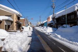 除雪した道の写真素材 [FYI02653980]