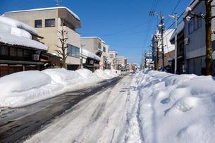 除雪した道の写真素材 [FYI02654208]