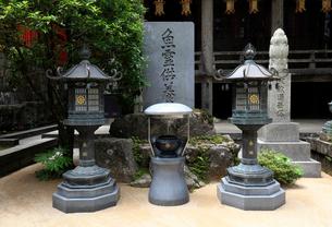 日本遺産「鯨とともに生きる」青岸渡寺の魚霊供養碑の写真素材 [FYI02654972]
