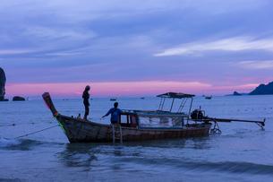 アオナンビーチの夕暮れの写真素材 [FYI02655394]