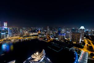 高層ビル群の夜景の写真素材 [FYI02655577]