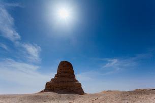 莫爾仏塔と太陽の写真素材 [FYI02655590]