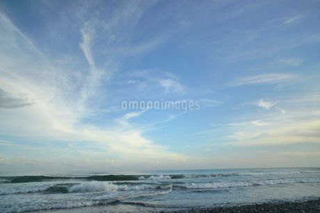 空と雲と波の写真素材 [FYI02655607]